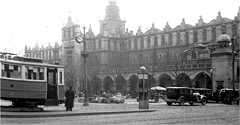 (#53) Tramwaje na krakowskim Rynku i pies w różowym wdzianku