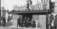 (#74) Przystanek tramwajowy przed pomnikiem Adama Mickiewicza