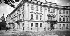 (#9) Skrzyżowanie ul. Brackiej i ul. Franciszkańskiej, widoczny Pałac Larischa