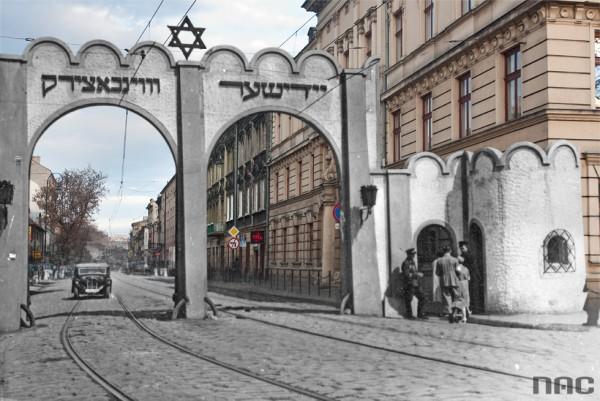 (#29) ul. Limanowskiego, widoczna główna brama do krakowskiego getta
